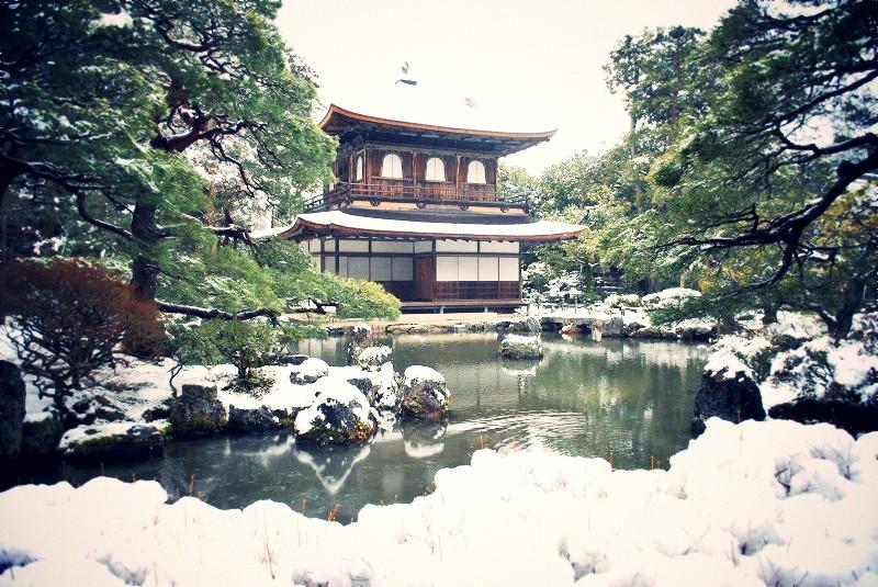 雪景色の銀閣寺
