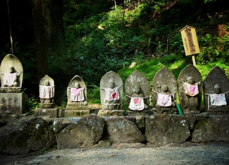 室生寺 参道の石仏様