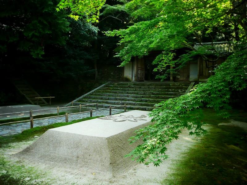 法然院 山門と白砂壇
